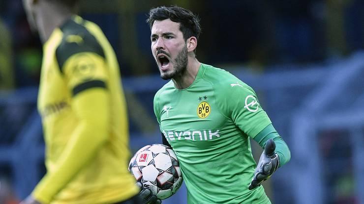 BVB-Torhüter Roman Bürki ist sauer auf seine Vorderleute.