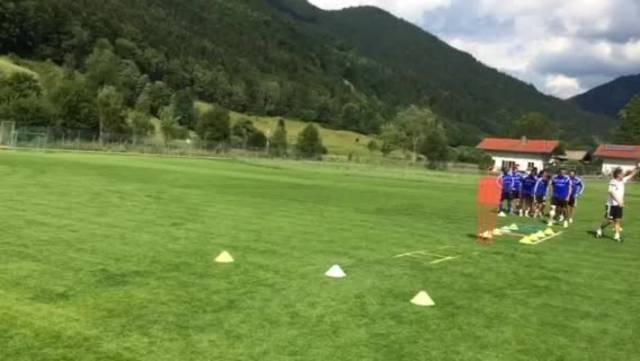 FCB: Konditionstrainer Marco Walker schlaucht die Stars.