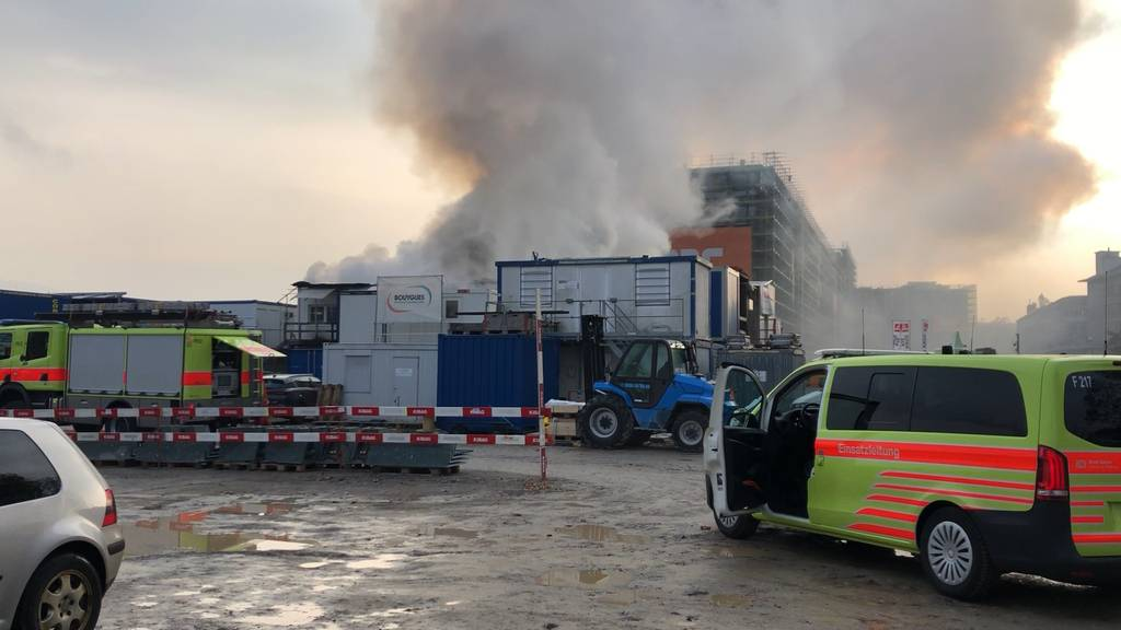 PJZ-Baustelle Güterbahnhof: Mehrere Baustellencontainer in Brand