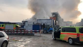 Am Samstagmorgen um zirka 9 Uhr kam es zu einem Brand auf der Baustelle des Polizei- und Justizzentrums (PJZ). Auf dem Areal des Güterbahnhofs standen mehrere Baustellencontainer in Brand. Die Hintergründe sind derzeit unklar.