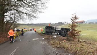 Der Lastwagen verlor rund 4 Tonnen Milch.