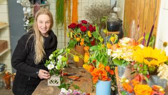 Katharina Meier inmitten ihrer bunten Pracht. Sie wird ihren Blumenladen Longi Florum in Sarmenstorf vermissen.