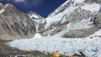 Zelte im Everest Base Camp - erstmals seit zwei Jahren soll der höchste Berg der Welt wieder bestiegen werden.