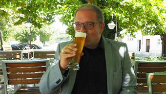 Christian Löffler mit einem Braufrisch. (Thomas Wehrli)