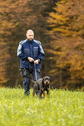 Der jüngste und neuste Ordnungshüter im Team der Polizei rechtes Limmattal.