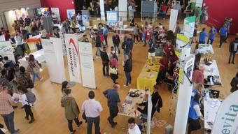 Jugendliche und Ausbildungsbetriebe erhielten im Bienkensaal die Gelegenheit, sich kennenzulernen.