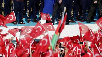 Träume von der Wiederauferstehung des Osmanischen Reiches: Recep Tayyip Erdogan und seine Frau Emine bei der Kundgebung zur Eroberung Konstantinopels.