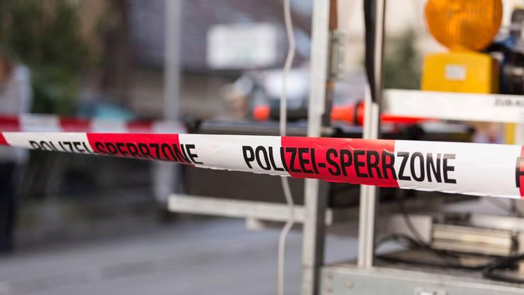 Beim Eintreffen fand die Thurgauer Polizei drei Leichen in der Wohnung des Vaters der zwei Kinder. Sie geht von einem Tötungsdelikt aus. (Symbolbild)