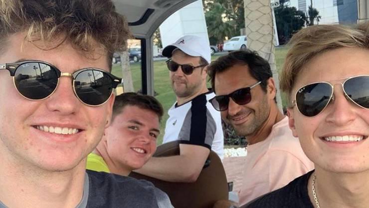 Jérôme Kym, Dominic Stricker, Severin Lüthi, Roger Federer und Leandro Riedi (von links nach rechts) Anfang Januar in Dubai.