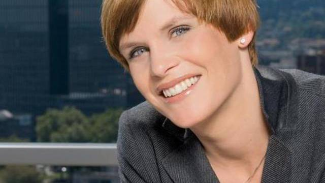 Blabla in der Live-Sendung: Wetterfee Sandra Boner (Bild: SF)