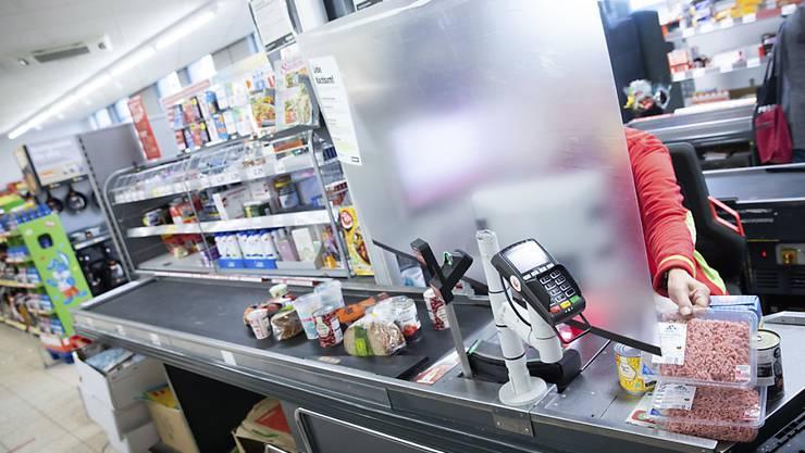 Nudel-Nachschub per Bahn statt Lastwagen: Damit es auch künftig genug Pasta im Regal gibt, holt Aldi zusammen mit DB Schenker die Ware nun per Sonderzug aus Italien nach Deutschland.