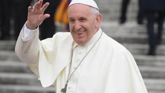 Die Bibel ruft zu Gastfreundschaft auf - auch gegenüber Migranten und Flüchtlingen. Daran erinnerte Papst Franziskus und warnte zugleich vor Populismus (Aufnahme vom 17. Oktober 2018 auf dem Petersplatz).