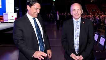 Wirtschaftskammerdirektor Christoph Buser (links) freut sich, mit Ueli Maurer erneut einen Bundesrat an «seinen» Anlass geholt zu haben.
