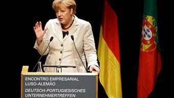 Merkel verteidigt in Lissabon das Hilfsprogramm