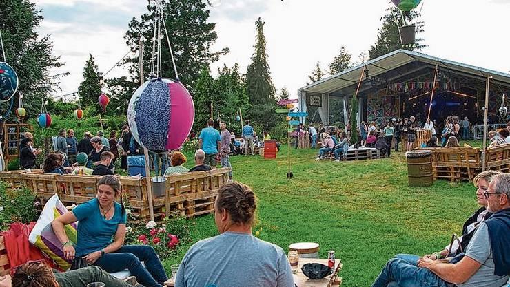 Das Festivalgelände im Rosengarten war mit viel Liebe gemütlich dekoriert.