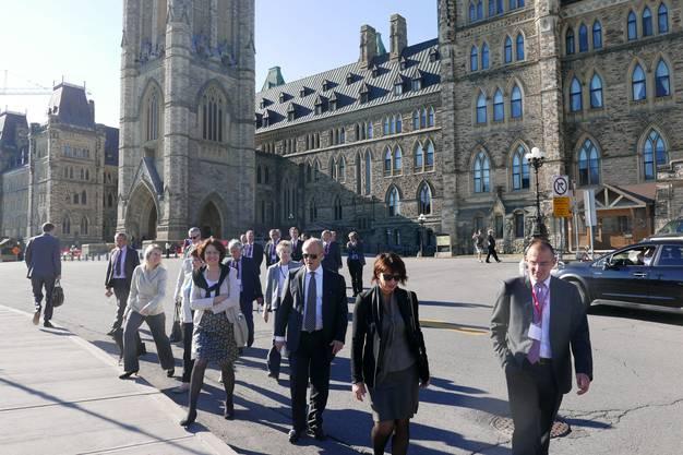 Bundesrätin Doris Leuthard vor dem Parlament in Ottawa.