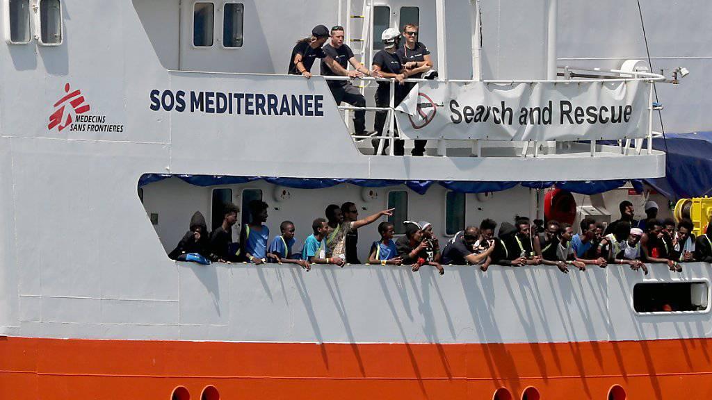"""Das Flüchtlingsrettungschiff """"Aquarius"""" ist seit Mitte September unter Panamas Flagge im Mittelmeer unterwegs. (Archivbild)"""