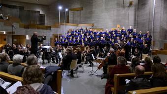 Markus Oberholzer dirigiert den Konzertchor Leberberg und die Kammerphilharmonie Europa.