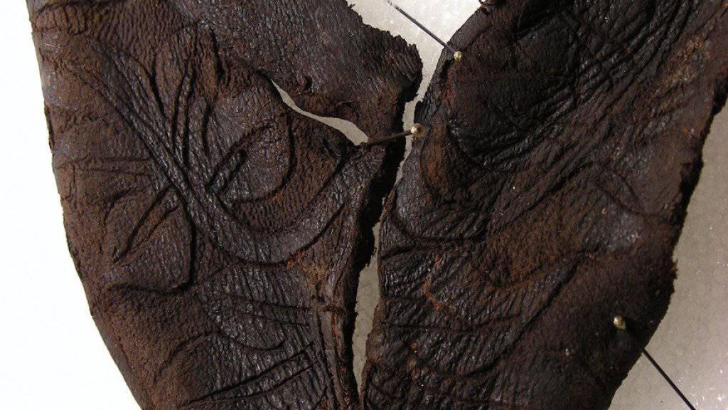 Im Jura sind Teile eines ledernen Kinderstiefels aus dem Mittelalter entdeckt worden.