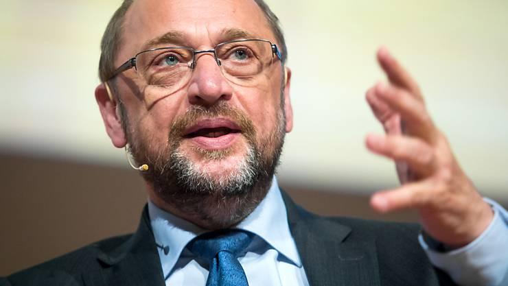 Der deutsche Kanzlerkandidat Martin Schulz hat bei einem Besuch in Paris die Europapolitik der amtierenden Kanzlerin Merkel kritisiert. (Archiv)