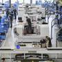 Die Schweizer Industrie wächst weiter und hat im dritten Quartal gar an Fahrt aufgenommen. Einmal mehr war die Pharmabranche der Wachstumstreiber. Bremsspuren gibt es dagegen im Maschinenbau und im Baugewerbe. (Symbolbild)