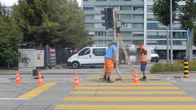 Die umgefahrene Ampel in Solothurn wird repariert