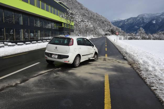 Unfall in Sargans (1): Am Samstag, kurz nach 11:40 Uhr, sind auf der St. Gallerstrasse ein Auto und ein landwirtschaftliches Fahrzeug zusammengestossen.