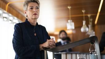 Karin Keller-Sutter zieht in Romanshorn TG Bilanz nach ihren ersten drei Monaten im Amt