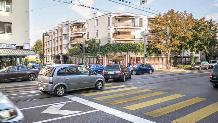 Die Gemeinde Birsfelden hätte gerne weniger Verkehr auf ihrer Ortsdurchfahrt. (Archiv)