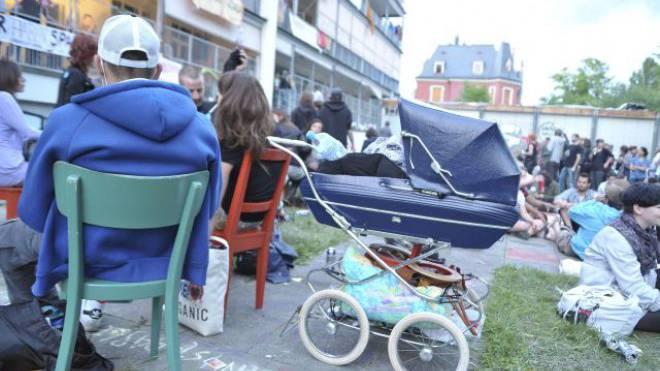Besetzer luden im Sommer 2011 die ganze Stadt Basel zum Feiern in das alte Kinderspital. Foto: Martin Töngi