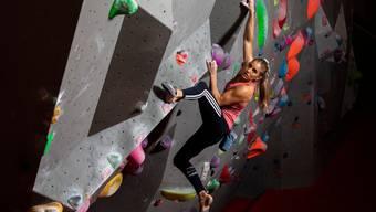 Die Schweizer Olympiahoffnung Petra Klingler kennt als Sportkletterin und als Angestellte der Fluggesellschaft Swiss die Gesetze der Schwerkraft.