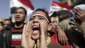 """In Kairo gedenken die Menschen des """"Freitags des Zorns"""" (Archiv)"""
