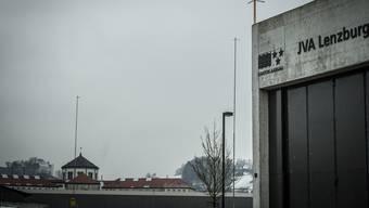 Bereits stehen die Profile für den Erweiterungsbau des Zentralgefängnisses in Lenzburg.