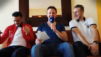 Varol Tasar (links) und Damir Mehidic (rechts) sagen AZ-Sportredaktor Sebastian Wendel (Mitte), was sie übereinander zu wissen glauben.