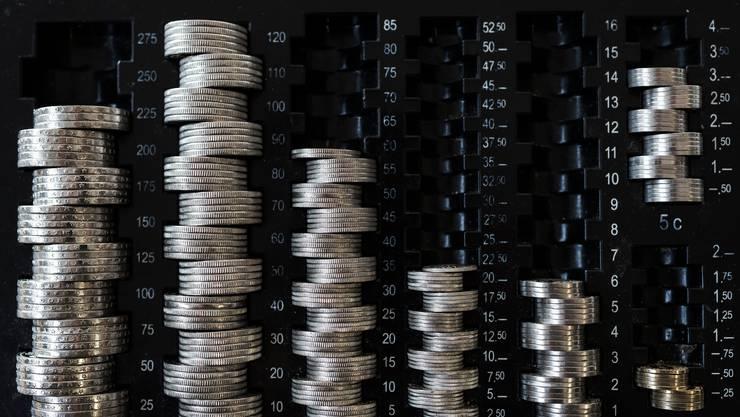Wer Bargeld ausleiht oder sein Konto überzieht, muss auch im neuen Jahr höchstens 10 respektive 12 Prozent Zins zahlen.