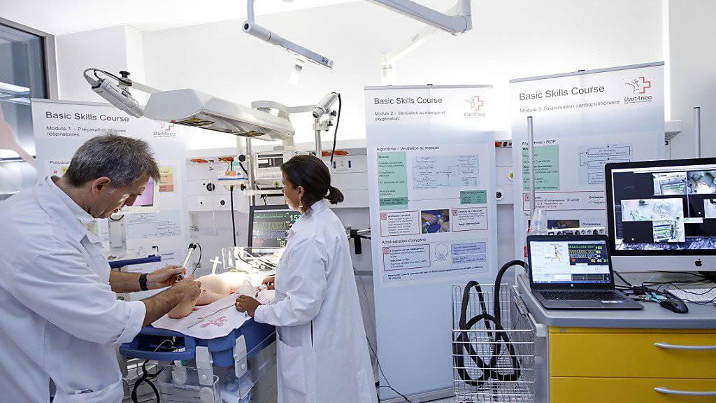 Der Bundesrat will das Kostenwachstum im Gesundheitswesen bremsen. Eine Expertengruppe hat zahlreiche Massnahmen mit diesem Ziel vorgeschlagen.