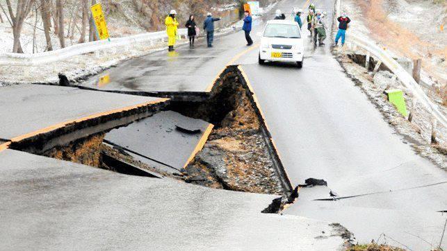 Das Tohuku-Beben zerstörte auch zahlreiche Strassen