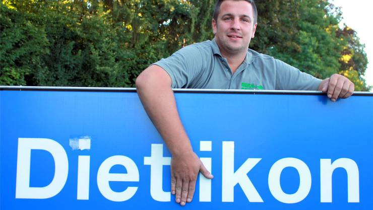 Der zurückgetretene Trainer der Handballer aus Dietikon-Urdorf gab seinen Spielern vor jedem Spiel einen Schluck Champagner.
