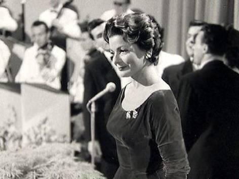 Den deutschen Plattenmarkt eroberte Lys Assia 1950 mit dem Titel «O mein Papa». 1956 gewann sie mit dem Lied «Refrain» den ersten Concours Eurovision de la Chanson.