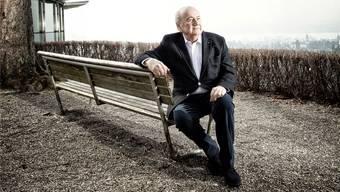 Seinen letzten Tag als Fifa-Präsident verbrachte Sepp Blatter in seiner Wohnung, gestern genoss er an seinem ersten Tag im Ruhestand den herrlichen Sonnenschein beim Restaurant Sonnenberg, hoch über dem Zürichsee.