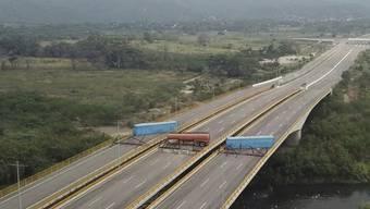 Stillstand: Für Hilfstransporte von Kolumbien nach Venezuela ist bei Cúcuta noch immer kein Durchkommen.