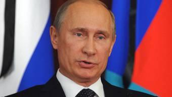 Russlands Präsident Wladimir Putin hält zum syrischen Präsidenten Baschar al-Assad (Archiv)