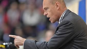 Fribourgs Coach Hans Kossmann gibt Anweisungen