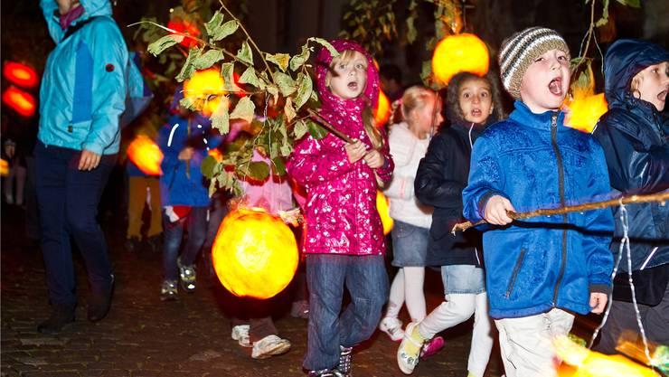 Am Freitagabend singen sie wieder, die 1600 Kinder mit ihren Laternen.