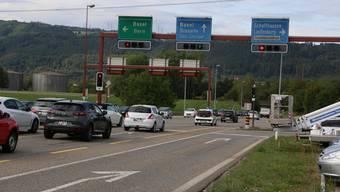 Zukünftig soll ein Kreisel die Lichtsignalanlage bei der Autobahn ersetzen.
