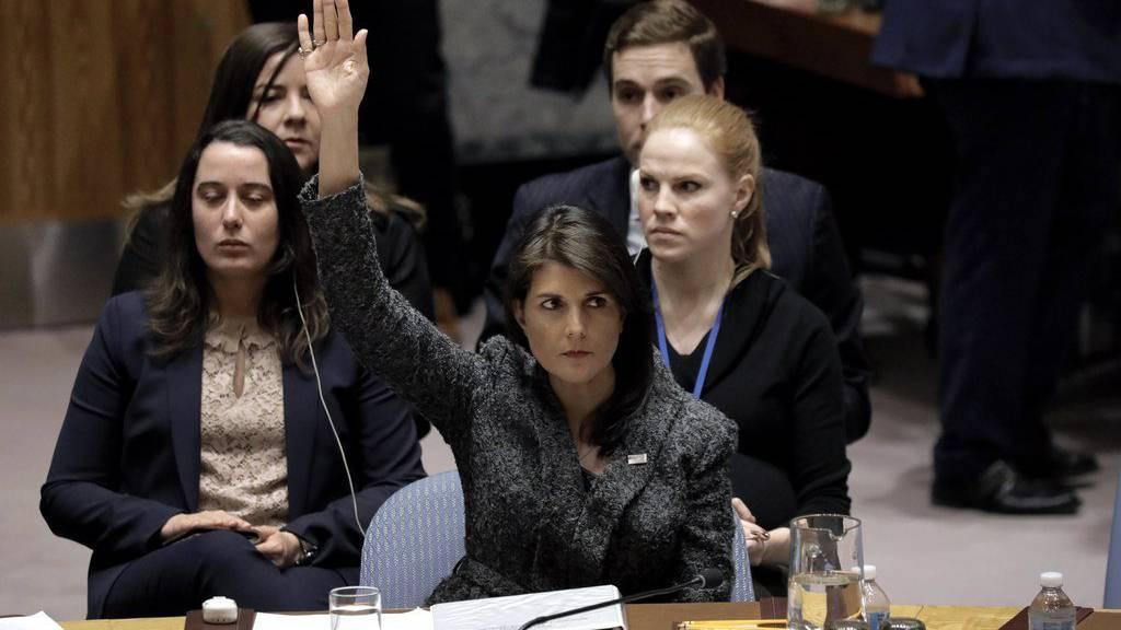 Die US-Abgeordnete Nikki Haley votiert für die Resolution.