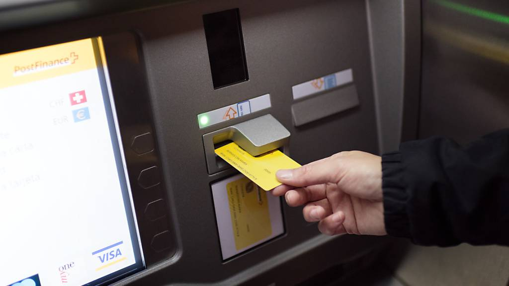 Störung an zahlreichen Geldautomaten der Postfinance
