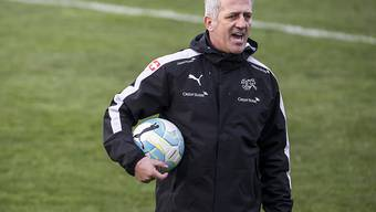 Vladimir Petkovic hat nach seiner Reise nach Sarajevo wegen eines Todesfalles in der Familie am Dienstag das Training der Schweizer Nationalmannschaft im Hinblick auf das Testspiel in Dublin gegen Irland wieder selbst geleitet