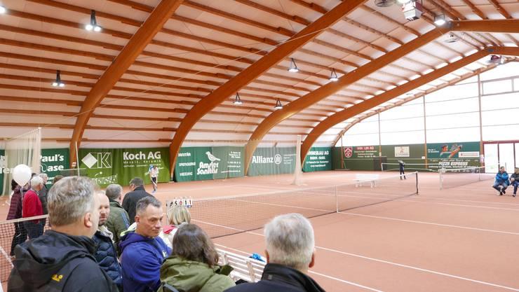 Viele interessierte Zuschauer beim Showmatch der beiden regionalen Spitzenspieler Benjamin Rufer gegen Oliver Bühler