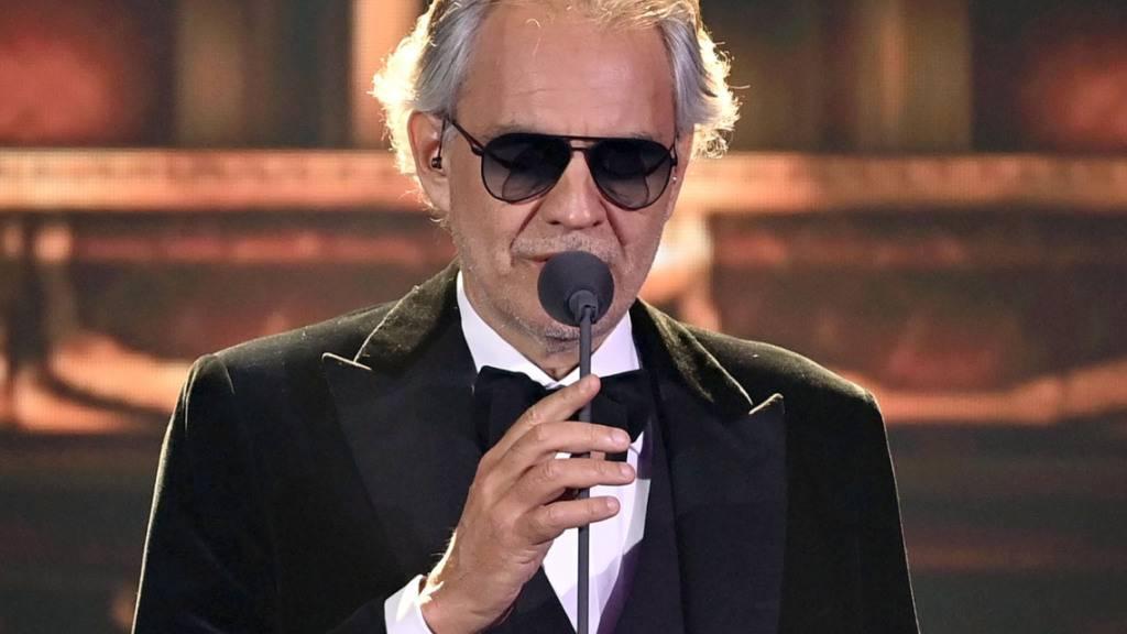 Italienischer Sänger Andrea Bocelli freut sich auf Umarmungen